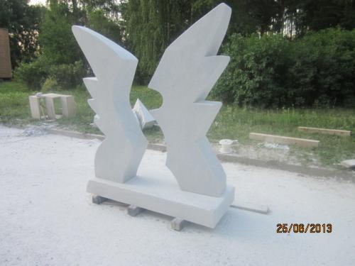 Сипозиум проходил в городе Заречный. Выполнил работу Засурье в мраморе. Получил